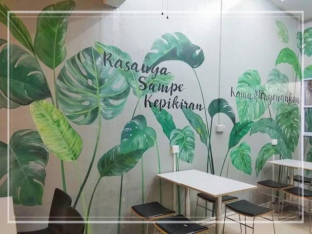 Lukisan dinding floral